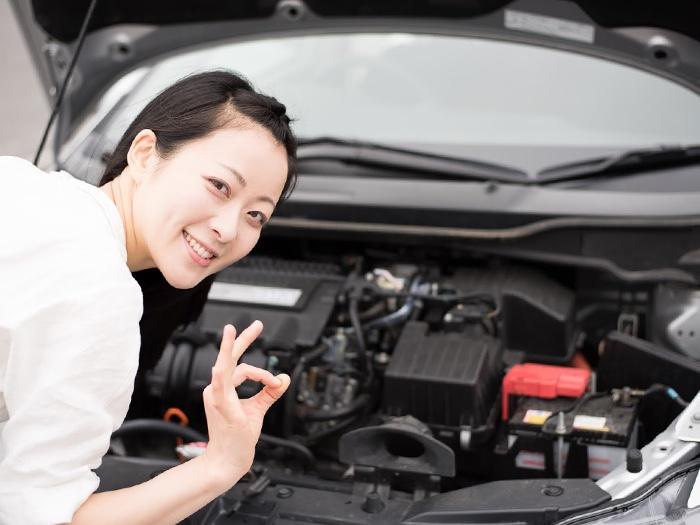 車の修理中の写真